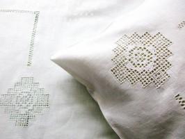 Льняное постельное белье с мережками и  вышивкой 8 кубанцов