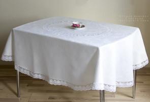 Скатерть овальная Садовые цветы белая 250/160
