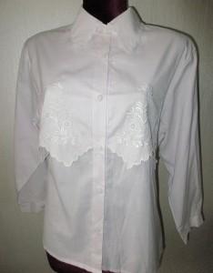 Блузка светло-сиреневая.